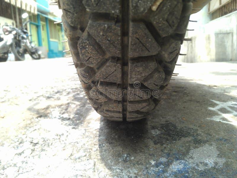 Neumático de alto nivel en la bici foto de archivo