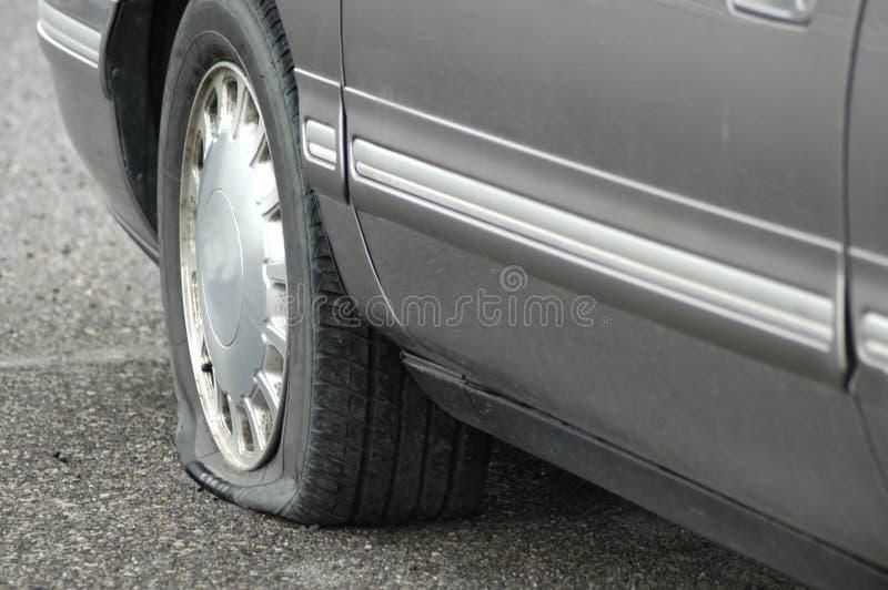 Neumático plano imagenes de archivo