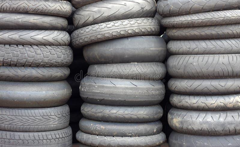 Neumáticos de coche usado fotografía de archivo libre de regalías