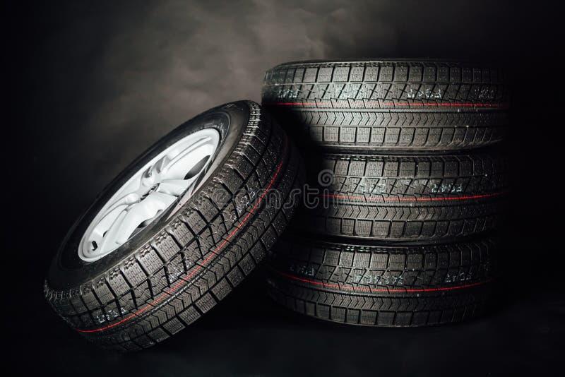 Neumáticos del invierno de Studless fotos de archivo