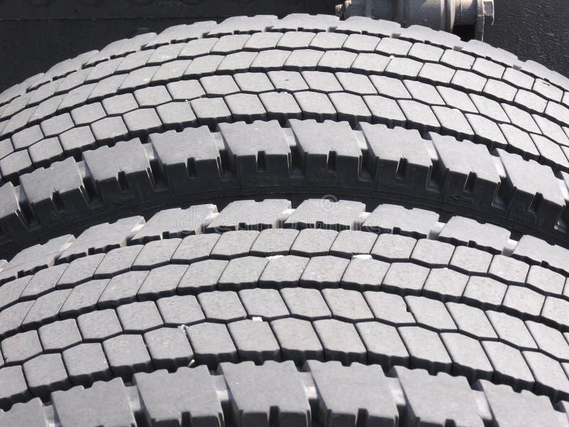Download Neumáticos Gastados Del Carro Imagen de archivo - Imagen de neumático, tráfico: 183941