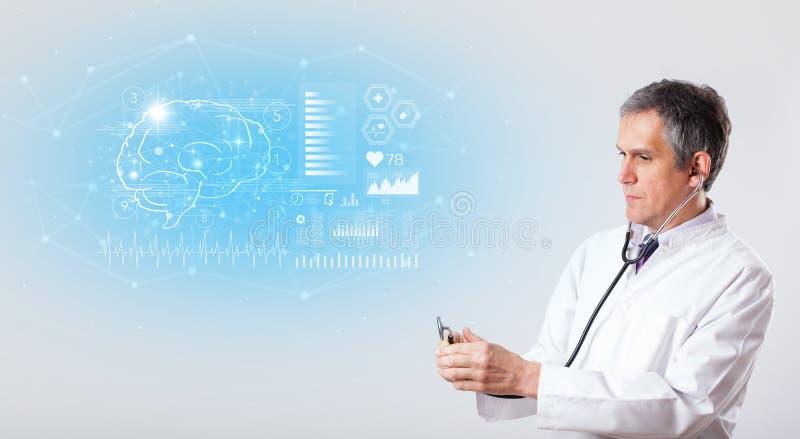 Neurolog pokazuje wynik testu zdjęcia royalty free