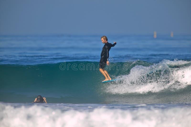 Neus die Surfer berijdt royalty-vrije stock afbeeldingen