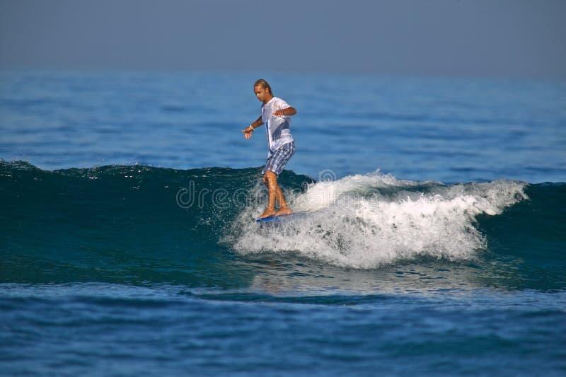 Neus die Surfer berijdt stock afbeelding