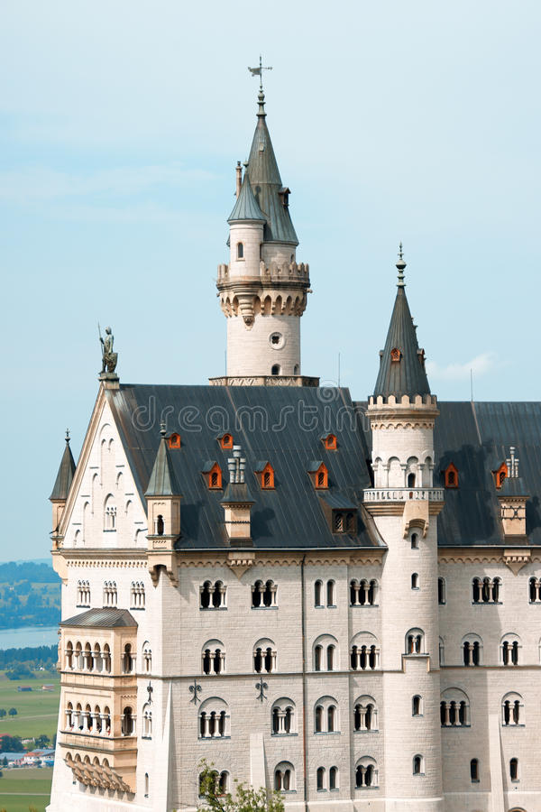 Download Neuschwanstein замока стоковое фото. изображение насчитывающей цвет - 17602228