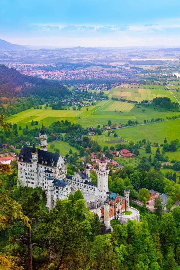 Neuschwanstein en vilages stock fotografie