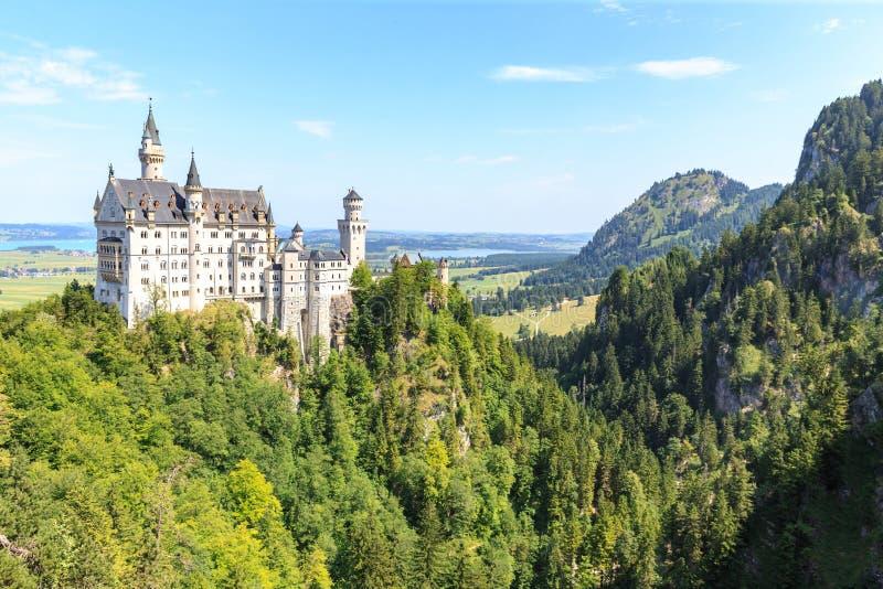 Neuschwanstein-Schloss in den bayerischen Alpen stockfoto