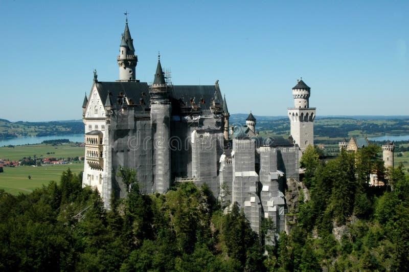 Download Neuschwanstein slott fotografering för bildbyråer. Bild av skog - 27284209