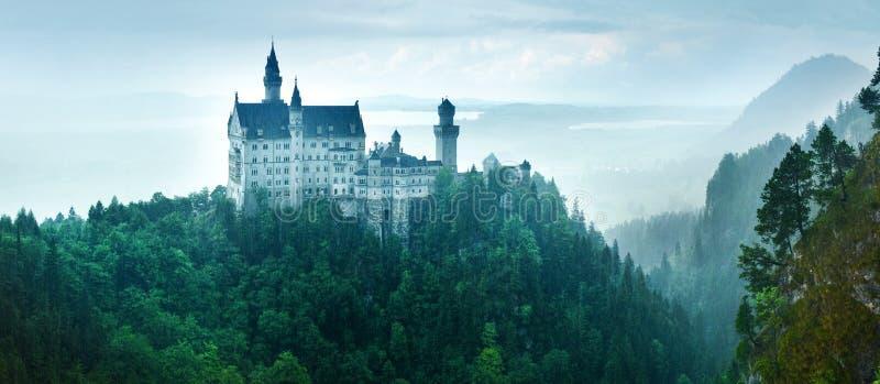 Neuschwansteinkasteel in regen, Duitsland stock afbeelding