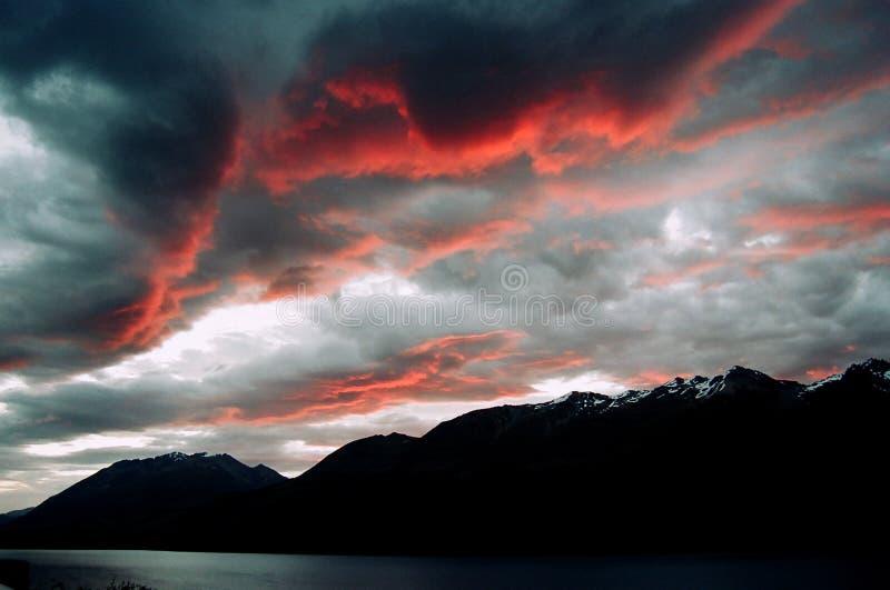 Neuseeland-Gebirgssonnenuntergang lizenzfreie stockfotos
