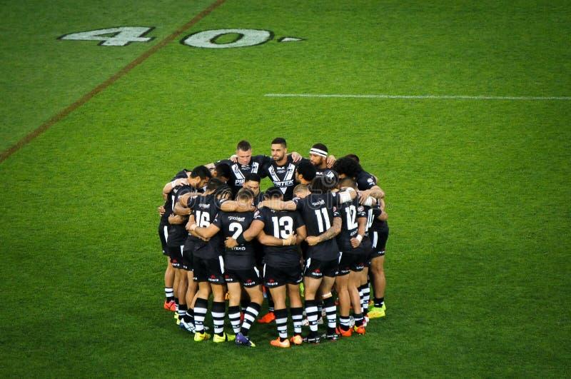 Neuseeland-Rugbyteam Kiwis kreisten herein an einem Feld ein lizenzfreie stockbilder