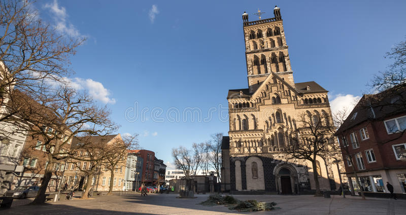 Neuss Alemania de la catedral de Quirinus fotos de archivo