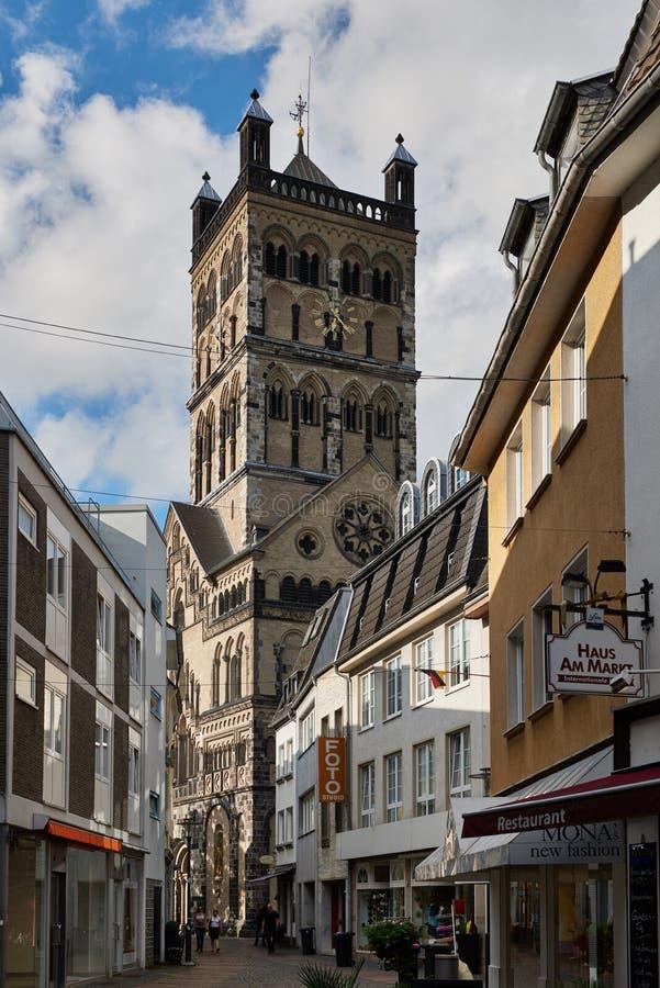 NEUSS, GERMANIA - 4 APRILE 2016: Quirinus Muenster è una chiesa famosa in Neuss immagine stock