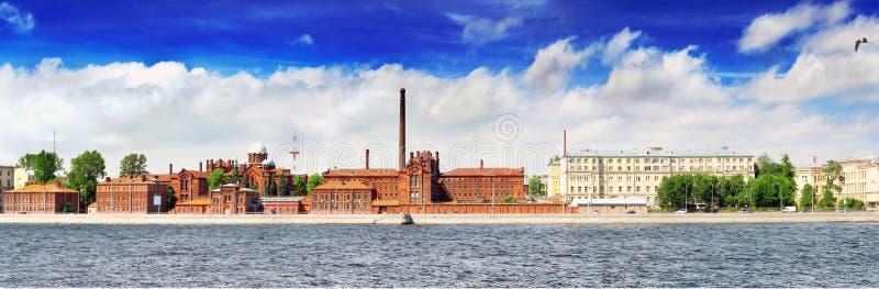 Neva河的堤防在圣彼德堡 免版税图库摄影