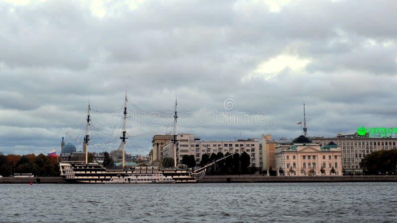 Neva River, St Petersburg, Rússia fotografia de stock