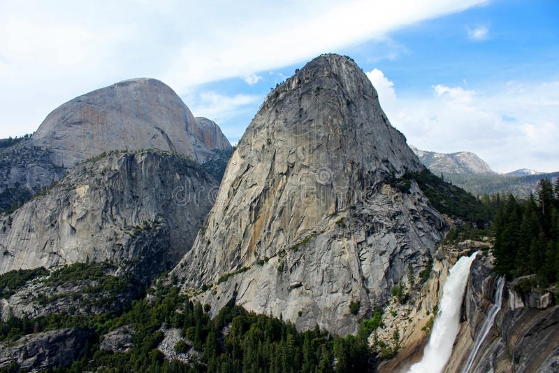 Nevada Fall och Liberty Cap, Yosemite nationalpark arkivfoton