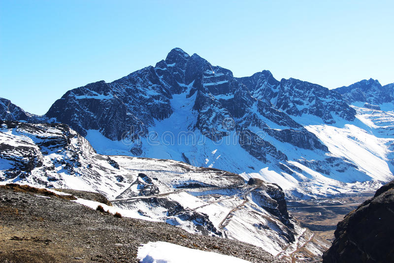 Nevadas de Montañas photographie stock libre de droits