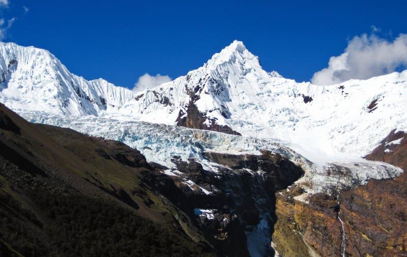 Nevado Cayesh, Cordillera Blanca, Peru royaltyfri bild