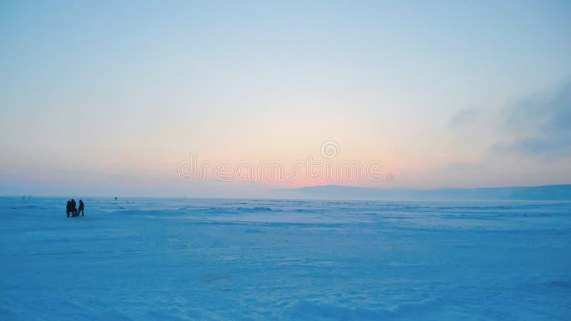 Nevado llano en la puesta del sol, paisaje ártico imagen de archivo