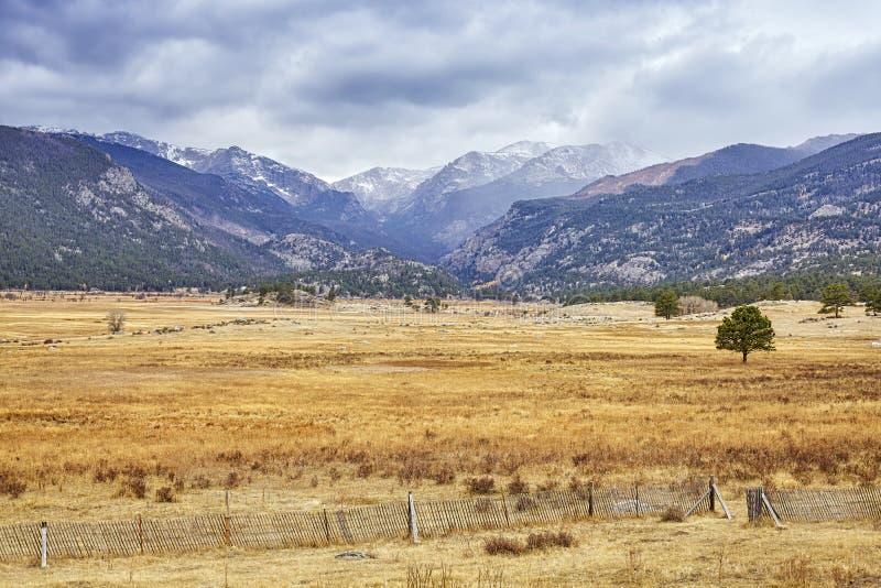 Nevado se nubla sobre Rocky Mountains, Colorado, los E.E.U.U. imagen de archivo