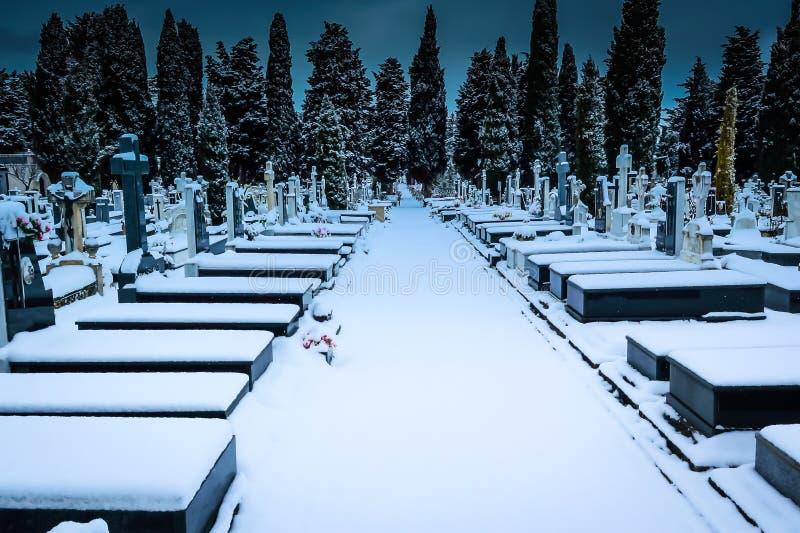 Nevar no St Jose do cemitério Burgos fotos de stock