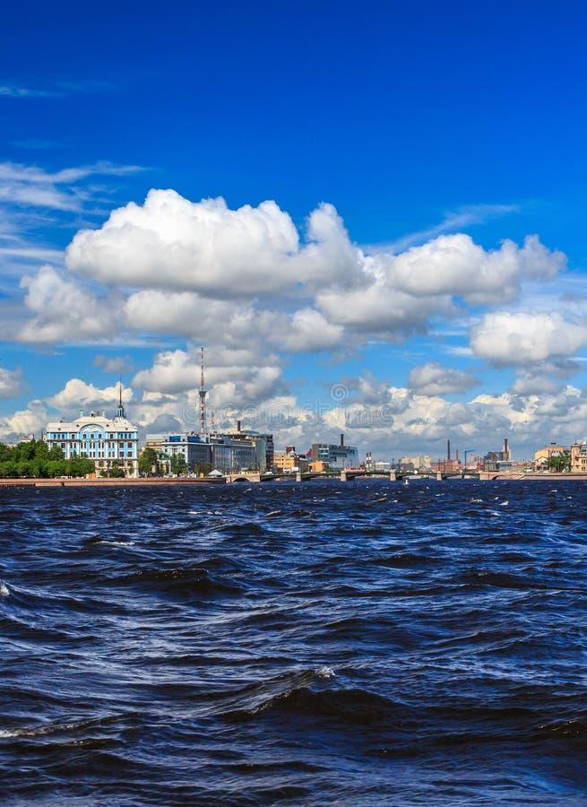 Nevarivier in St Petersburg stock afbeeldingen