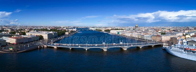 Nevarivier in St. Petersburg van het stadscentrum stock foto