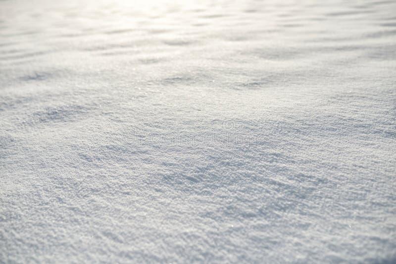 Neve al fondo di tramonto immagini stock libere da diritti