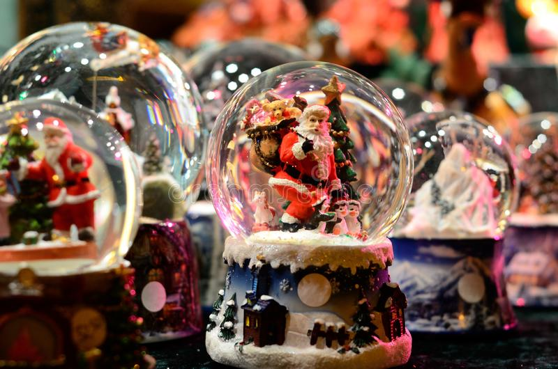 Neve-bola Toy Glass Ball Santa Claus fotografia de stock royalty free