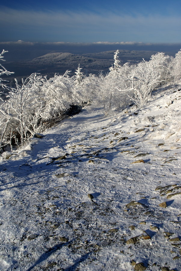 A neve cobriu o trajeto fotos de stock