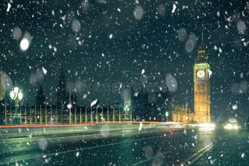 Neve da cena da rua de Londres do inverno fotografia de stock royalty free