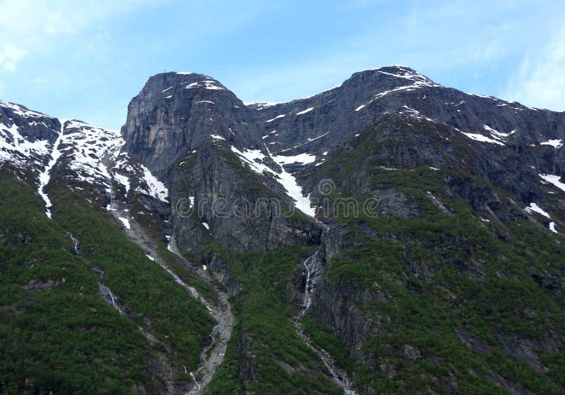 Neve de derretimento em fiords de Norways imagem de stock royalty free