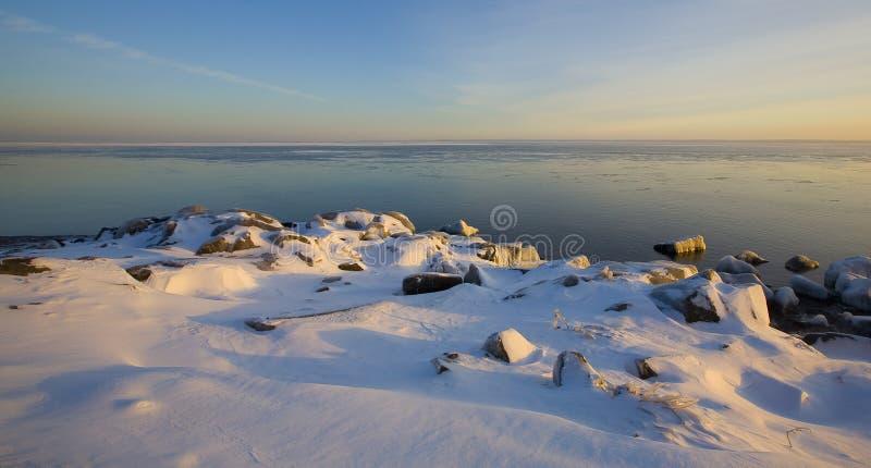 Neve de dezembro na costa norte imagens de stock