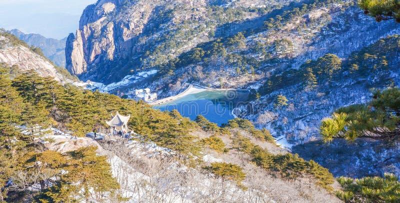 Neve de Huangshan da montagem no inverno imagem de stock