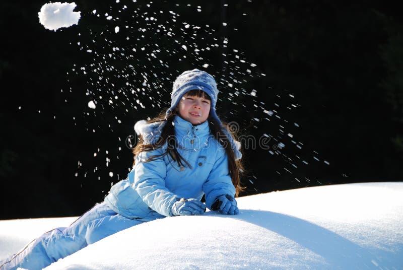 Neve de jogo da menina fotos de stock royalty free