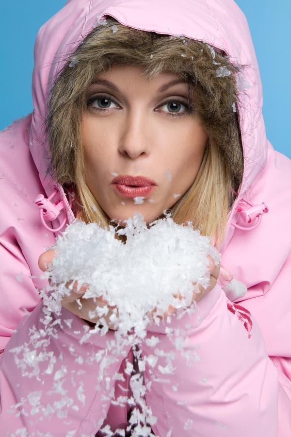 Neve de sopro da mulher foto de stock