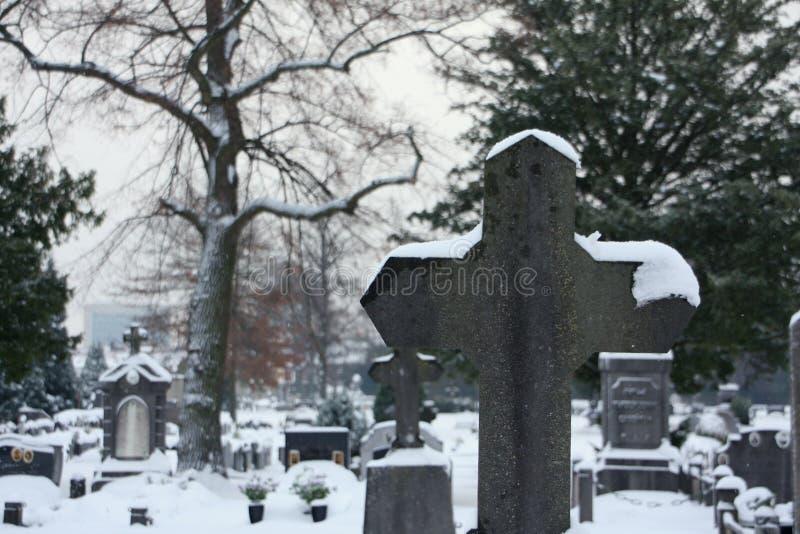 Neve del cimitero fotografia stock