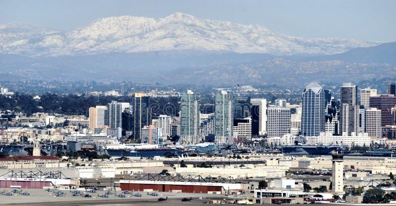 Neve della montagna sopra San Diego fotografia stock libera da diritti