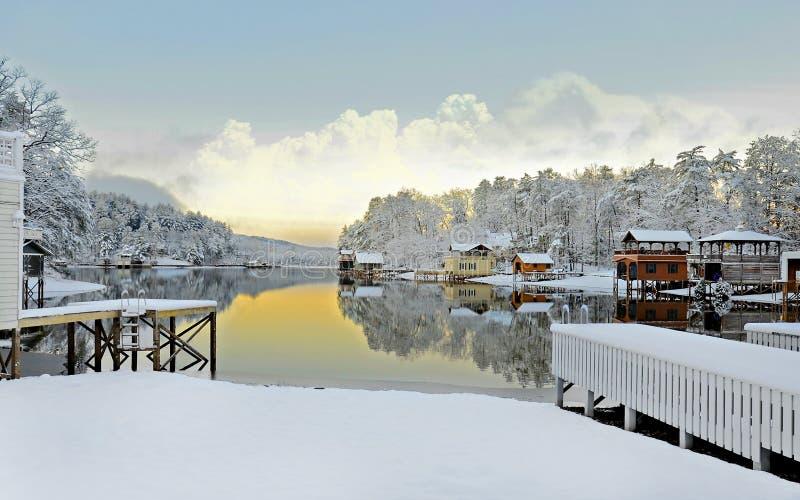 Neve di inverno sul lago immagine stock libera da diritti