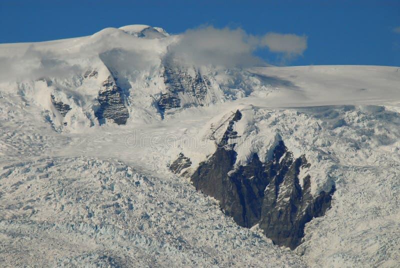 A neve do parque nacional de Alaska-Wangell tampou picos imagens de stock royalty free