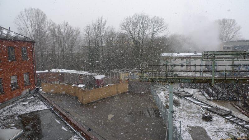 Neve e fábrica imagens de stock