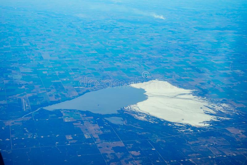 Neve e lago fotografia stock