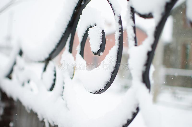 Neve, elementi forgiati nell'inverno fotografia stock libera da diritti