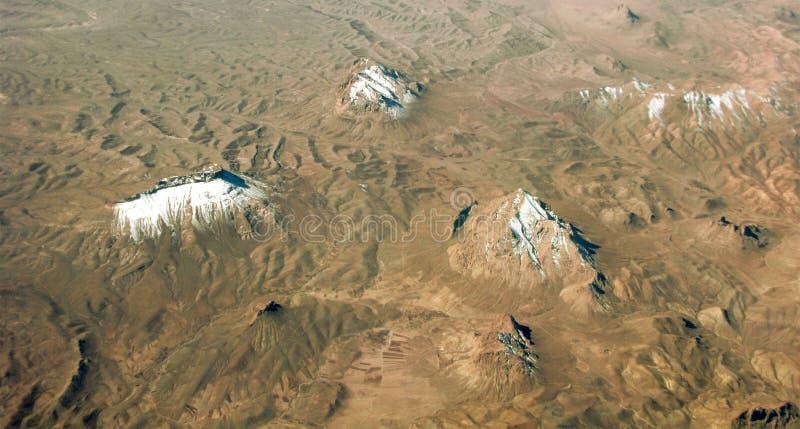 Neve em picos de montanha, vista aérea fotos de stock