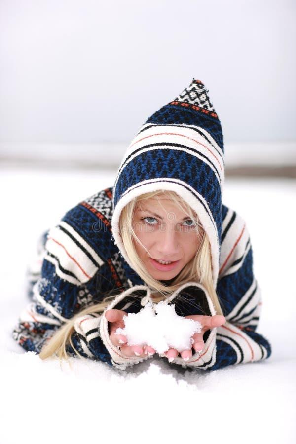 Neve in mani fotografia stock