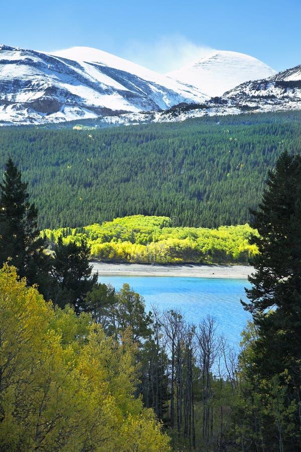 Neve in montagne fotografia stock libera da diritti
