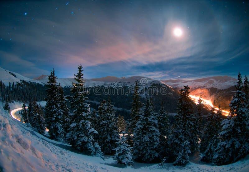 Neve Moonlit sul passaggio Colorado di Loveland immagini stock
