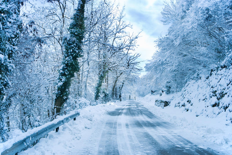 Neve na estrada fotos de stock royalty free