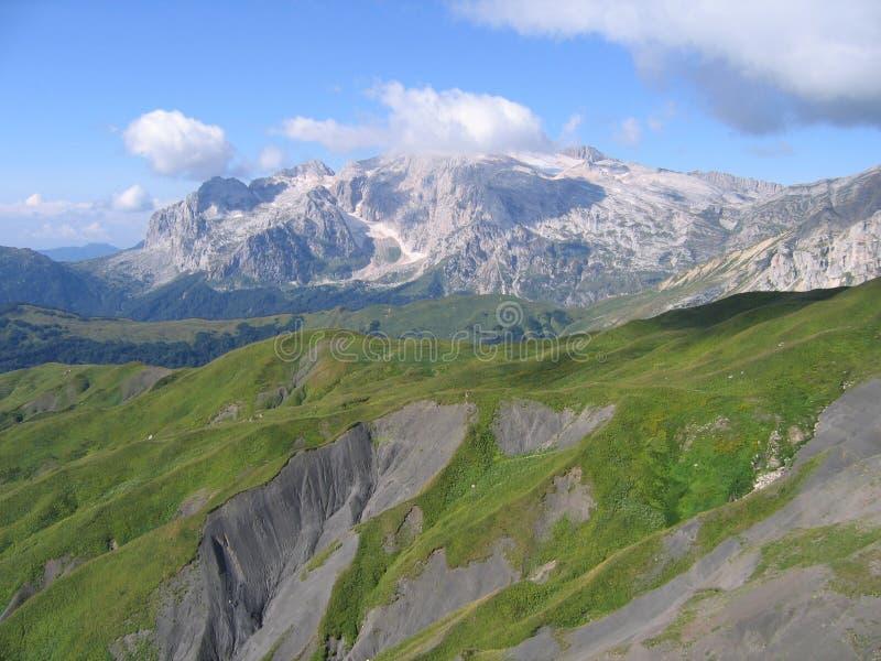 Neve nas montanhas altas foto de stock royalty free