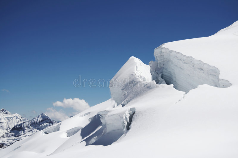 Neve nella montagna fotografia stock libera da diritti